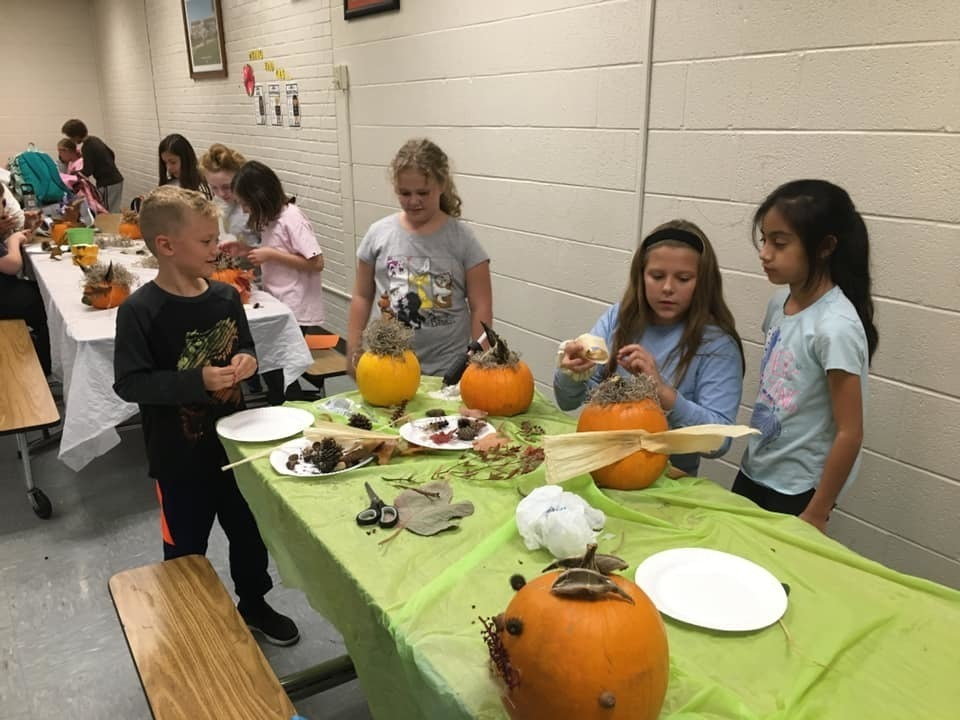 Shenandoah Elementary Garden Club Students Decorate Pumpkins for Fall