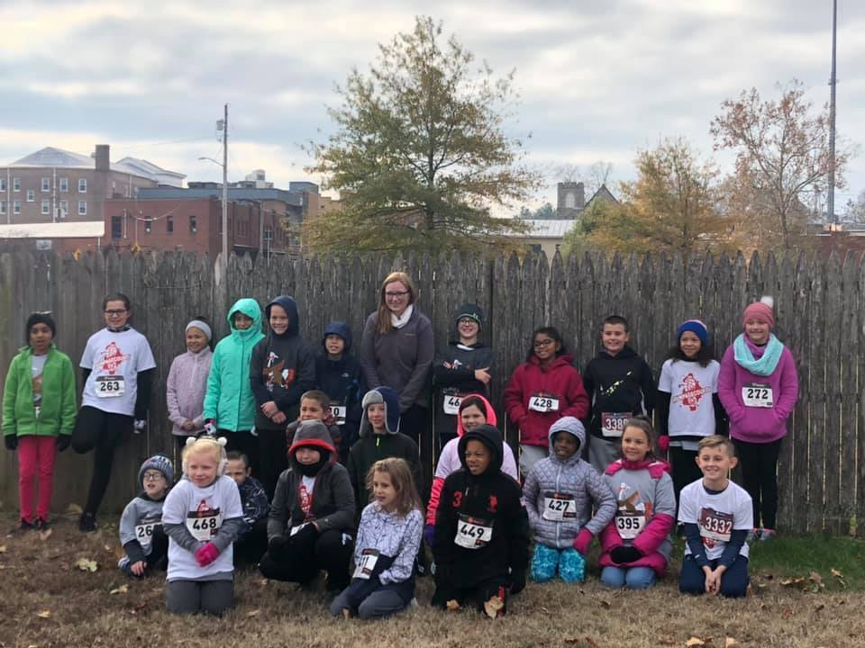students posing before turkey trot run