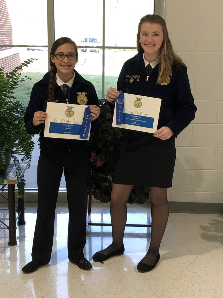 students with FFA awards